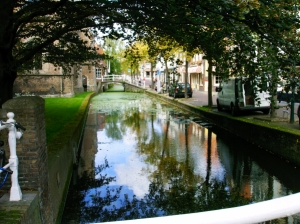 Yes, Delft too has canals