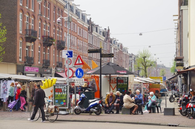 The Albert Cuyp market in spring. Photo by Balou46 via wikimedia commons